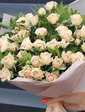 Букет кустовой розы 7 шт