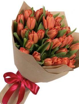 Букет из 35 тюльпанов  Коралловый